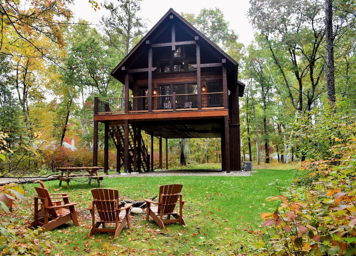 Crosslake Treetop Escape, a private lodge in the Whitefish Chain